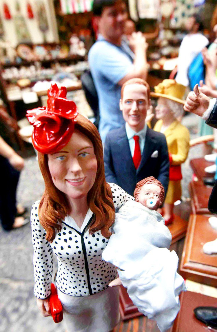 隨著寶寶出生的日期越來越近,也有許多「周邊商品」搶先推出。像是皇室寶寶陶瓷娃娃。...