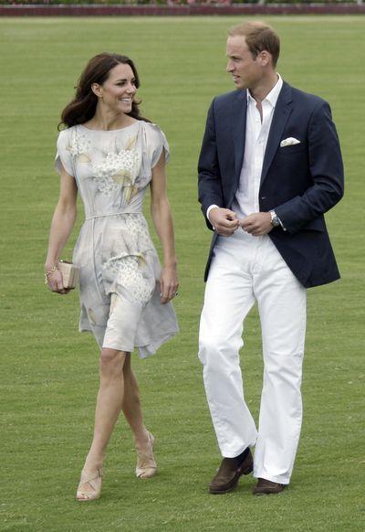 威廉與凱特2012年在聖塔芭芭拉馬球俱樂部。凱特的Jenny Packham印花...