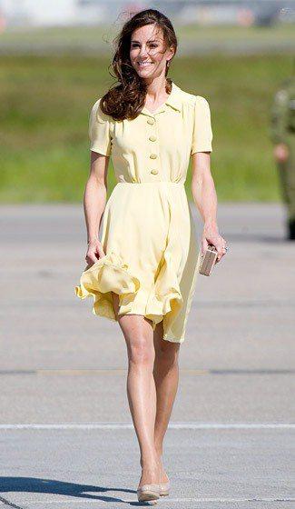 凱特2012年與威廉出訪美國時穿Jenny Packham鵝蛋色的復古洋裝。圖/...