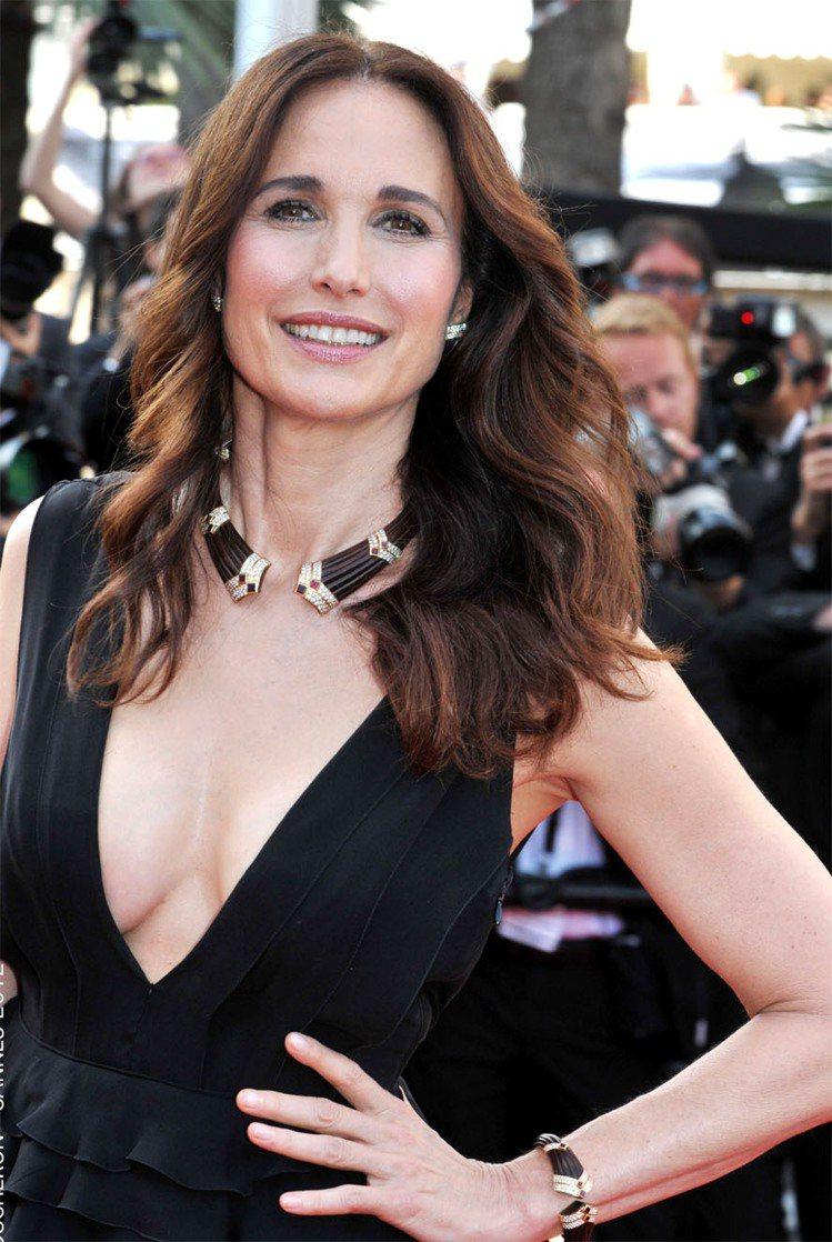 曾被我們選入「素顏也很正」的榜單,55歲女星安蒂麥道威爾是L'Oreal Par...