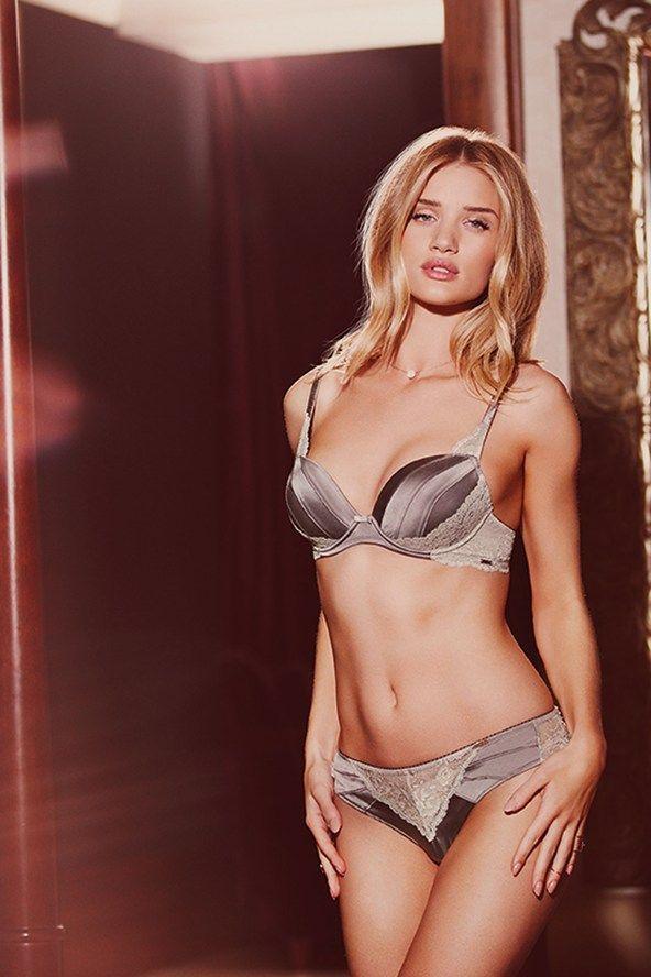 蘿西杭亭頓性感拍M&S內衣廣告。圖/GQ提供