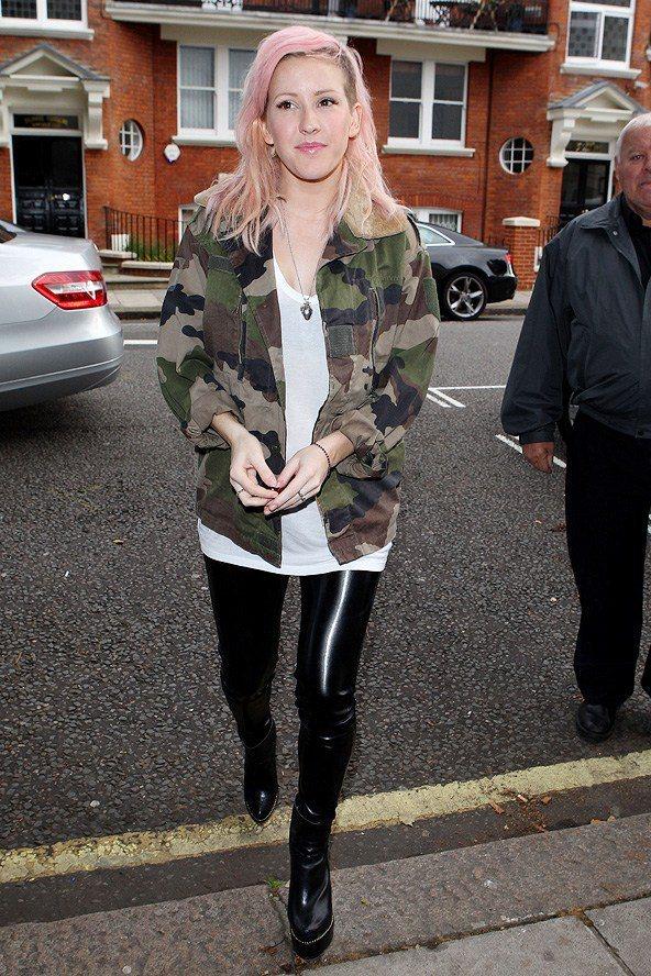 Ellie喜歡穿的單品包括丹寧外套、皮褲、迷彩開襟襯衫和長風衣等,都是都會英倫風...