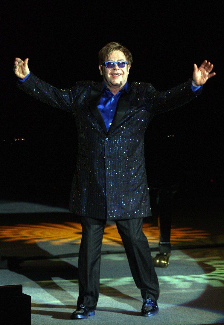艾爾頓強爵士(Sir Elton John)寶刀未老,榮獲《GQ Men Of ...