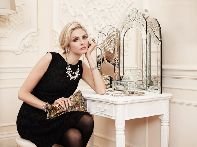 英國配件品牌 Accessorize 秋冬找來了女星 Tamsin Egerto...