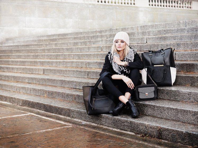 整個系列廣告在倫敦拍攝,幾個不同場景將她包裝成優雅的梳妝檯貴婦、拎著大包小包的旅...