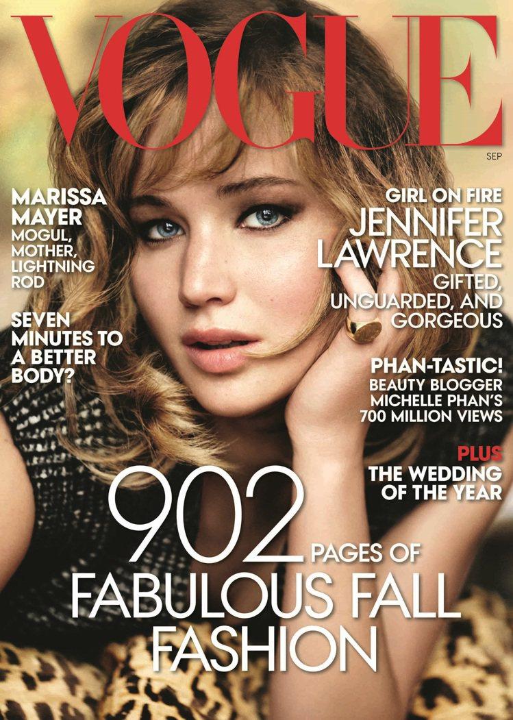 新科奧斯卡影后珍妮佛勞倫斯穿Calvin Klein 榮登 VOGUE 美國版封...