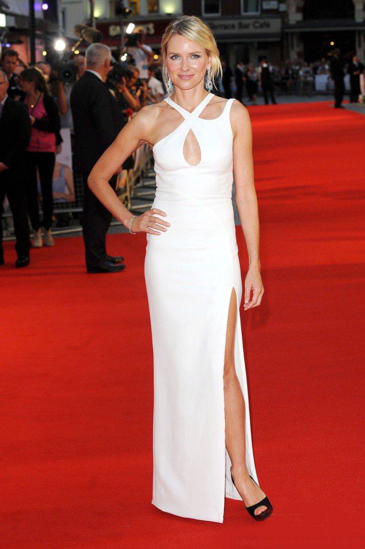 娜歐蜜華茲(Naomi Watts)9月5日在英國倫敦萊斯特廣場參加電影《黛妃 ...