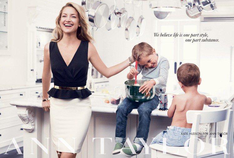 凱特哈德森帶著兩個姪子一同入鏡 Ann Taylor 2013秋冬廣告。圖/達志...