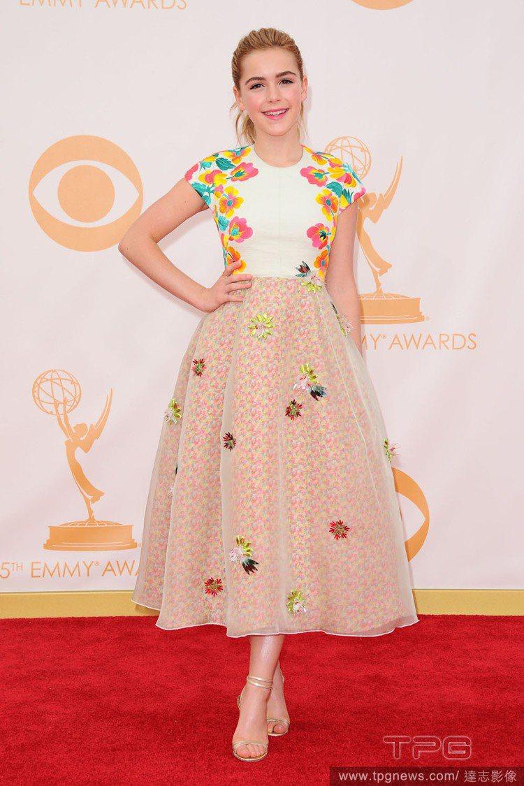 第65屆艾美獎,年僅13歲的美國童星 Kiernan Shipka,年紀小小卻有...
