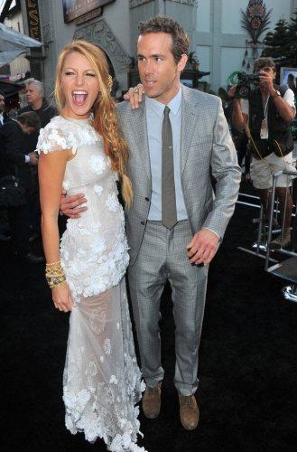 剛熱戀不久的這對情侶於2011年6月一同出席電影《綠光戰警》首映會。圖;文/美麗...