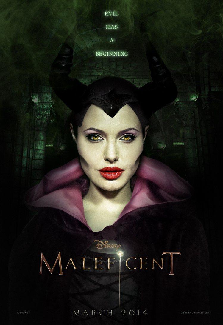 裘莉主演的《Maleficent》預計在2014年5月30日上映,海報曝光後引起...