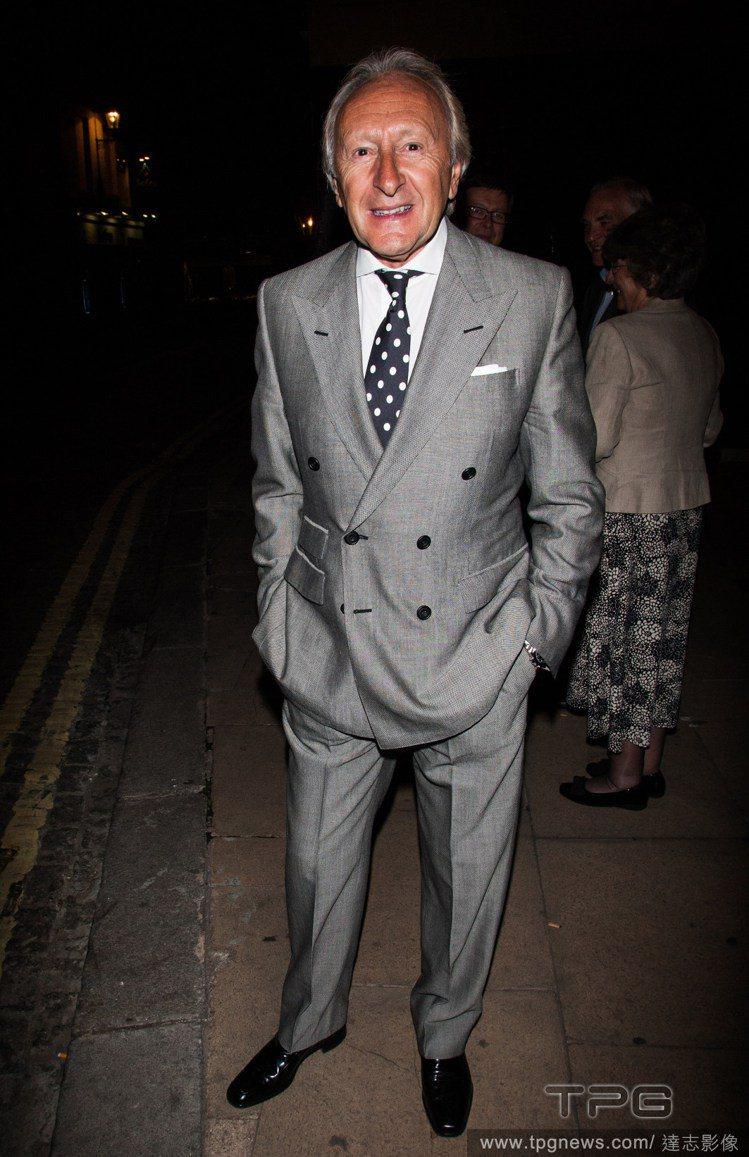 最能展現多變特質的男性配件,不外乎就是領帶囉!波卡圓點款、亮色款,或是格紋、幾何...