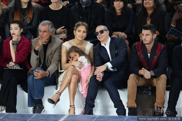 珍妮佛羅培茲(Jennifer Lopez)帶著愛女Emme ,和小男友Casp...