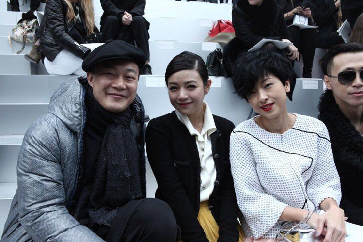 陳奕迅特地飛去巴黎陪伴太太徐濠縈,反而成為現場華人的人氣焦點。圖/Burberr...