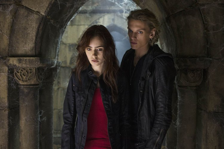 莉莉柯林斯在《天使聖物:骸骨之城》挑大梁演出。圖/龍祥提供