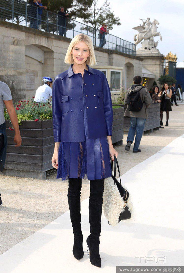 Elena Perminova擅長呈現每件設計單品最乾淨清爽的穿法,為自己每次登...