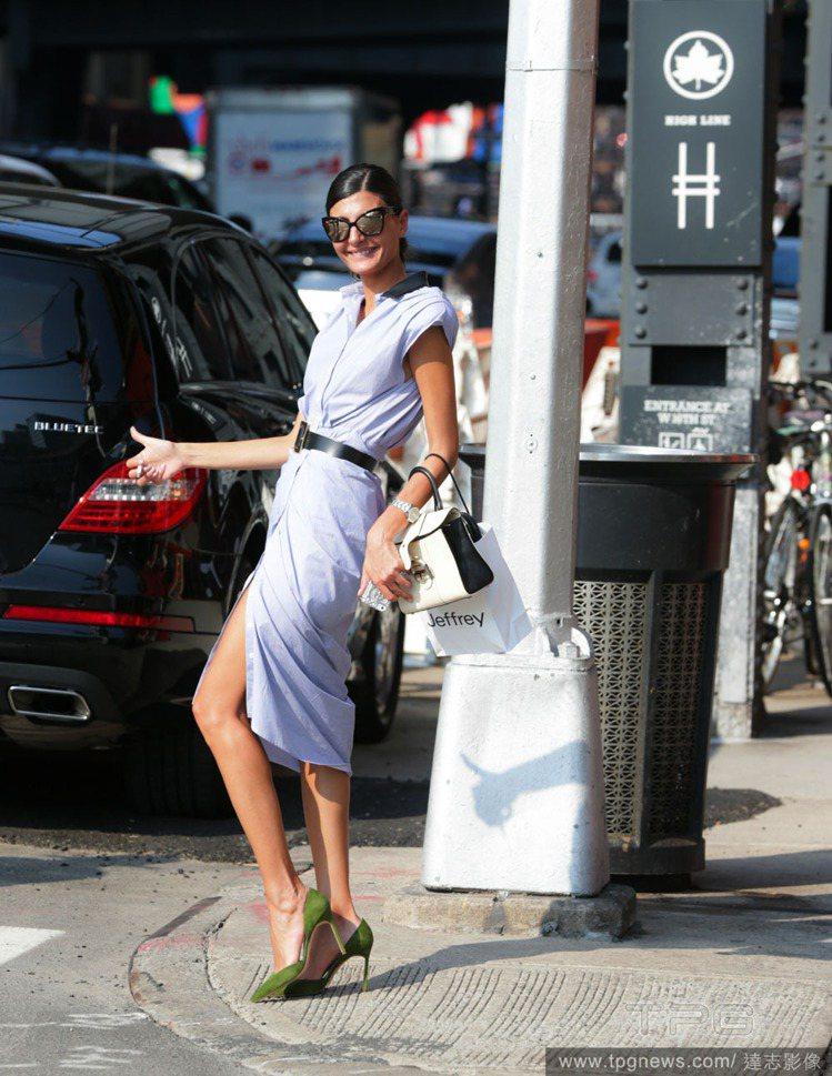 Gio的霸氣站姿和俏皮pose也是她的街拍看點之一。圖/擷取自thefashio...
