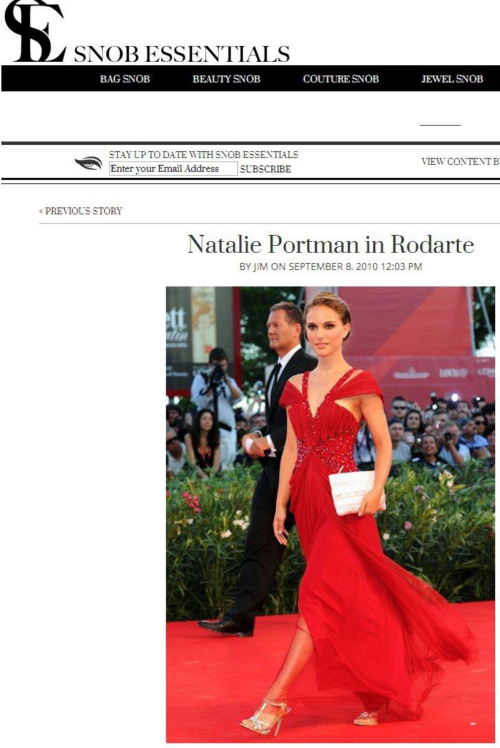 娜塔莉波曼常穿Rodarte禮服,她偏愛古典優雅的羅馬風款式,與垂墜細節多的飄逸...