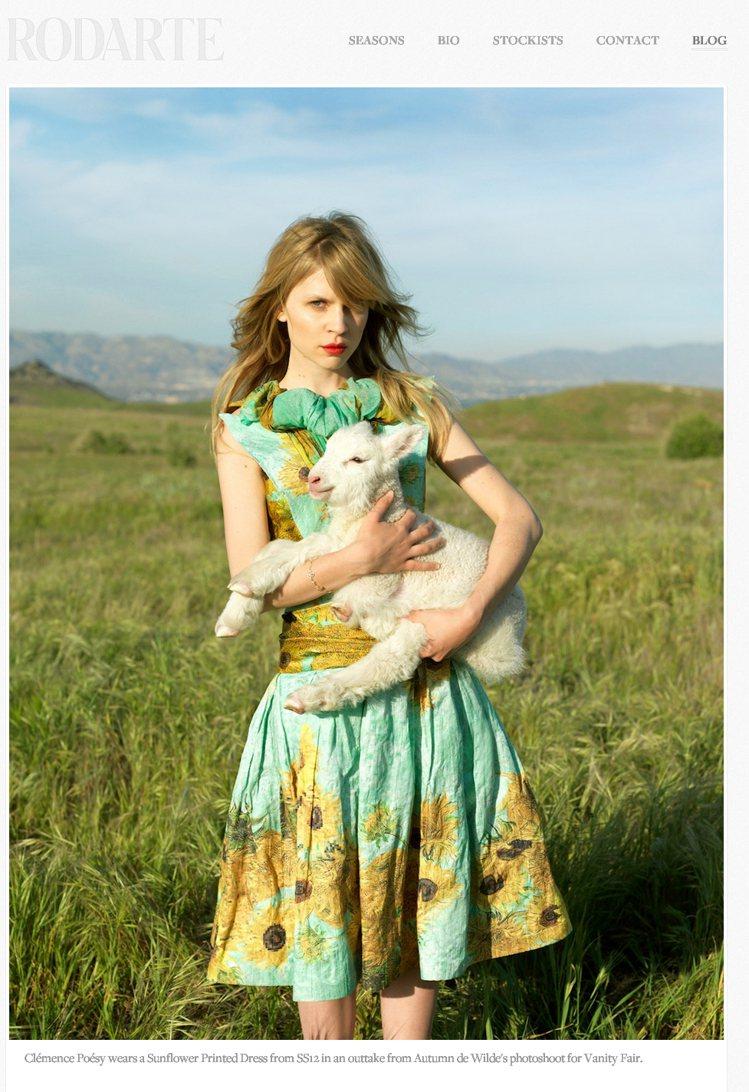 Rodarte的設計不論是動物紋或渲染印花的服裝,也都洋溢輕柔的大自然氛圍。圖/...