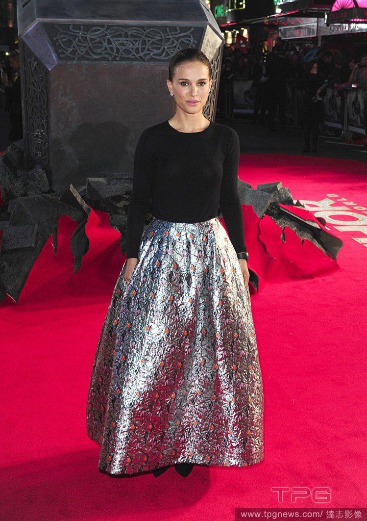 娜塔莉波曼(Natalie Portman)日前參加《雷神索爾2:黑暗世界》世界...