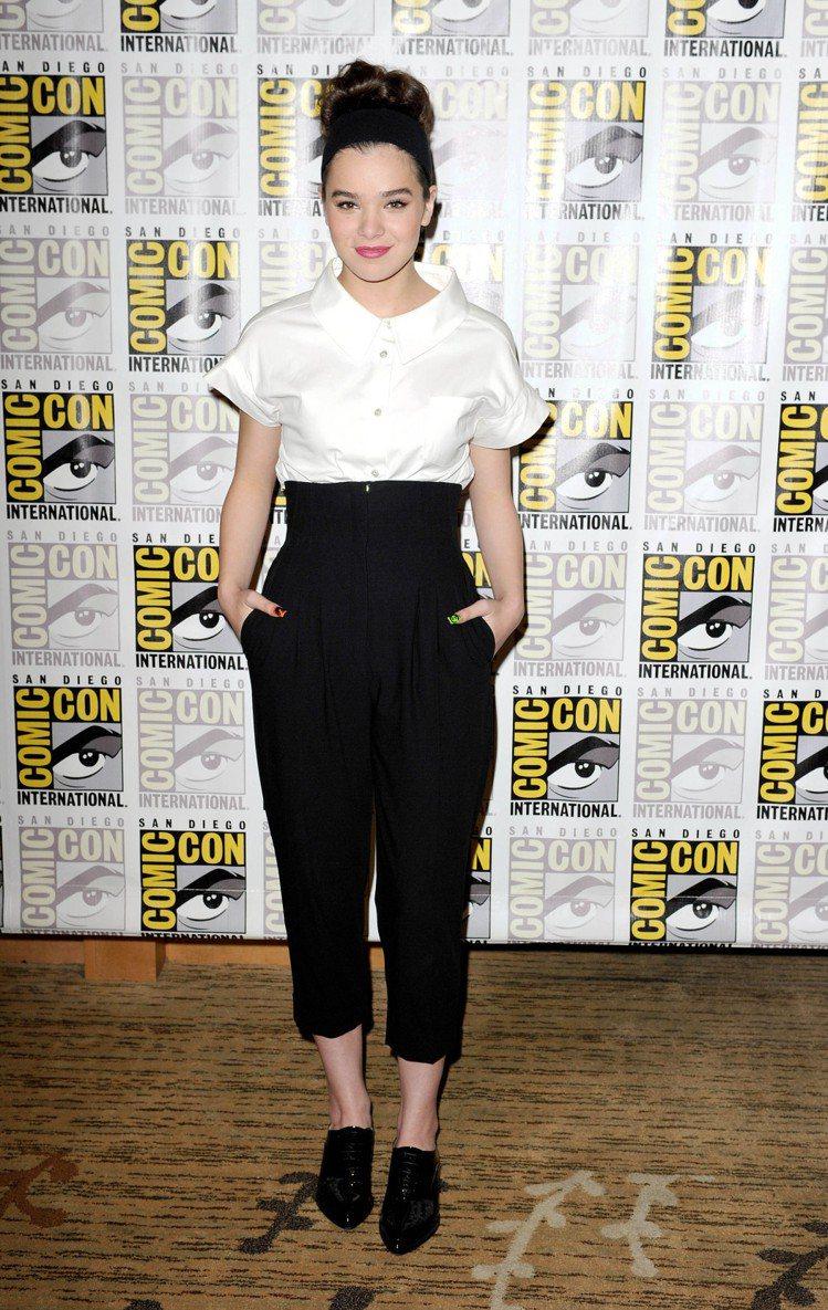 海莉史坦菲德的穿衣風格則是千變萬化,不把自己限制在「女孩」這個框框中,舉凡中性的...