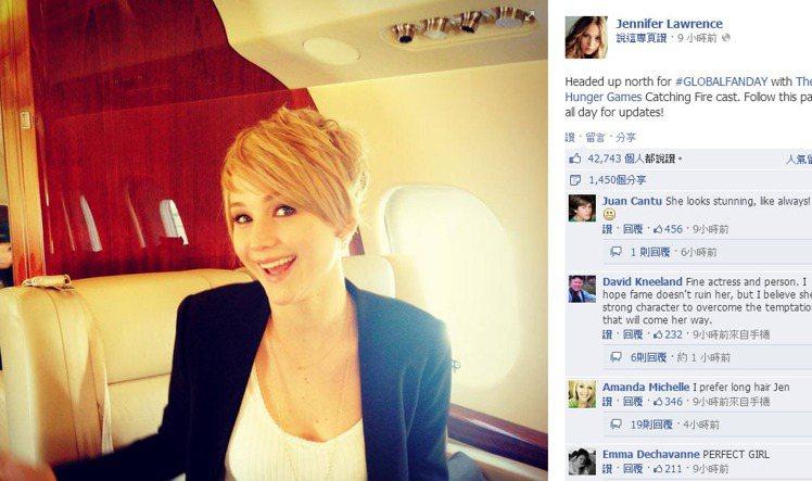 珍妮佛勞倫斯則是在自己的 facebook 專頁上PO了張短髮照,和大家分享她的...