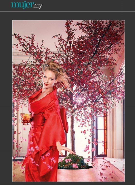 鄔瑪舒曼身穿大紅色和服扮演日式美女。圖/擷取自mujerhoy.com