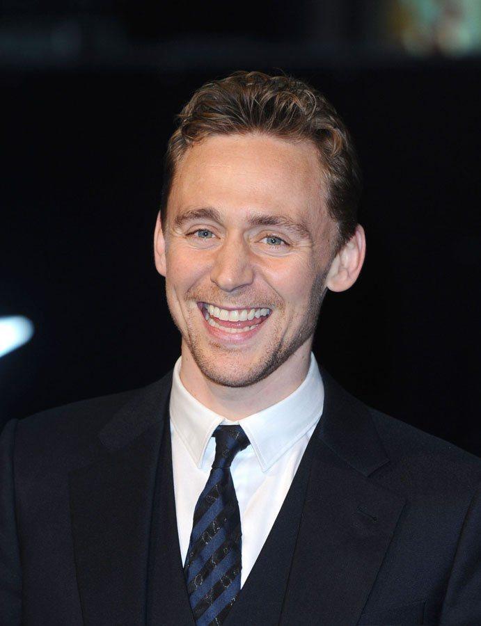 女人似乎都難以抗拒有著一口英國腔調的英俊小生,尤其他的笑容又特別「傻」的可愛。圖...