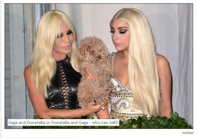 58歲的 Donatella Versace 和27歲的女神卡卡是忘年之交,常相...