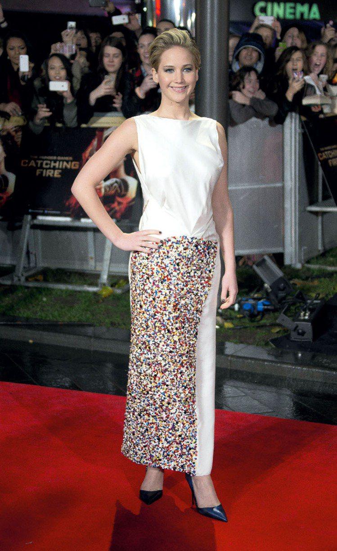 珍妮佛勞倫斯穿Dior禮服現身電影首映會。圖/美聯社