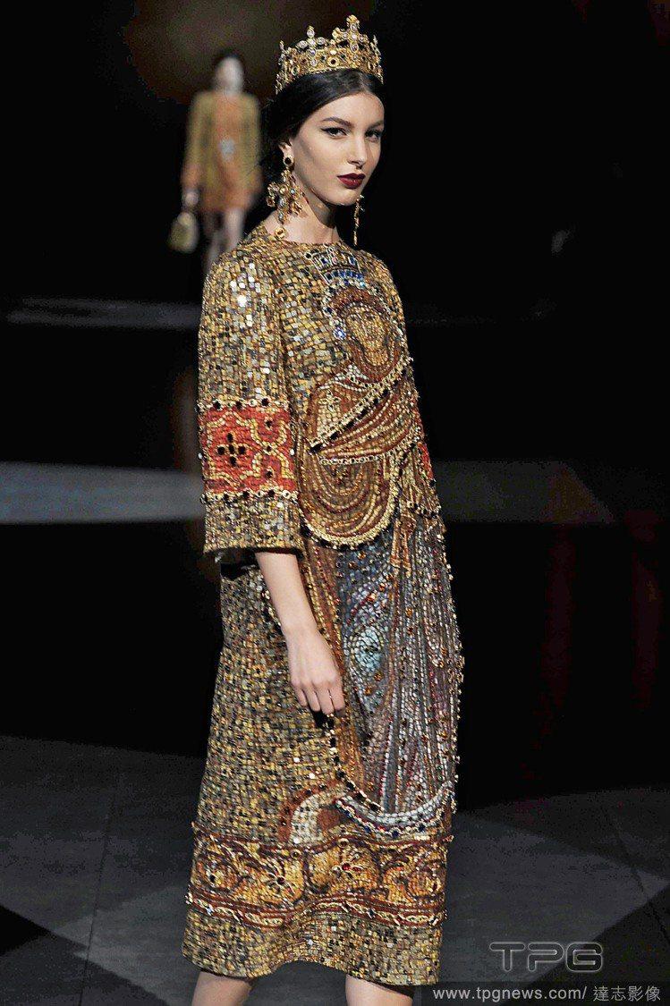 英國聖公會坎特伯雷大主教賈斯汀韋爾比批評時尚界濫用十字架。圖為Dolce & G...