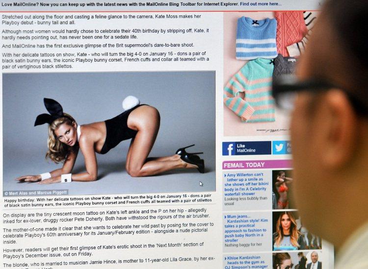 凱特摩絲出道以來第一次登上 Playboy 雜誌,破天荒地拍了一系列香豔照片。圖...