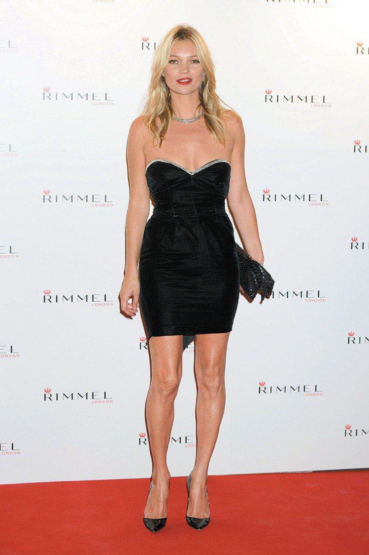 凱特摩絲在英國時尚大獎(British Fashion Awards)裡被提名特...