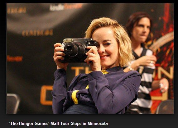 吉娜馬隆愛拍照,很喜歡在活動中拿起相機對觀眾和媒體左拍右拍,自然個性非常討喜。圖...