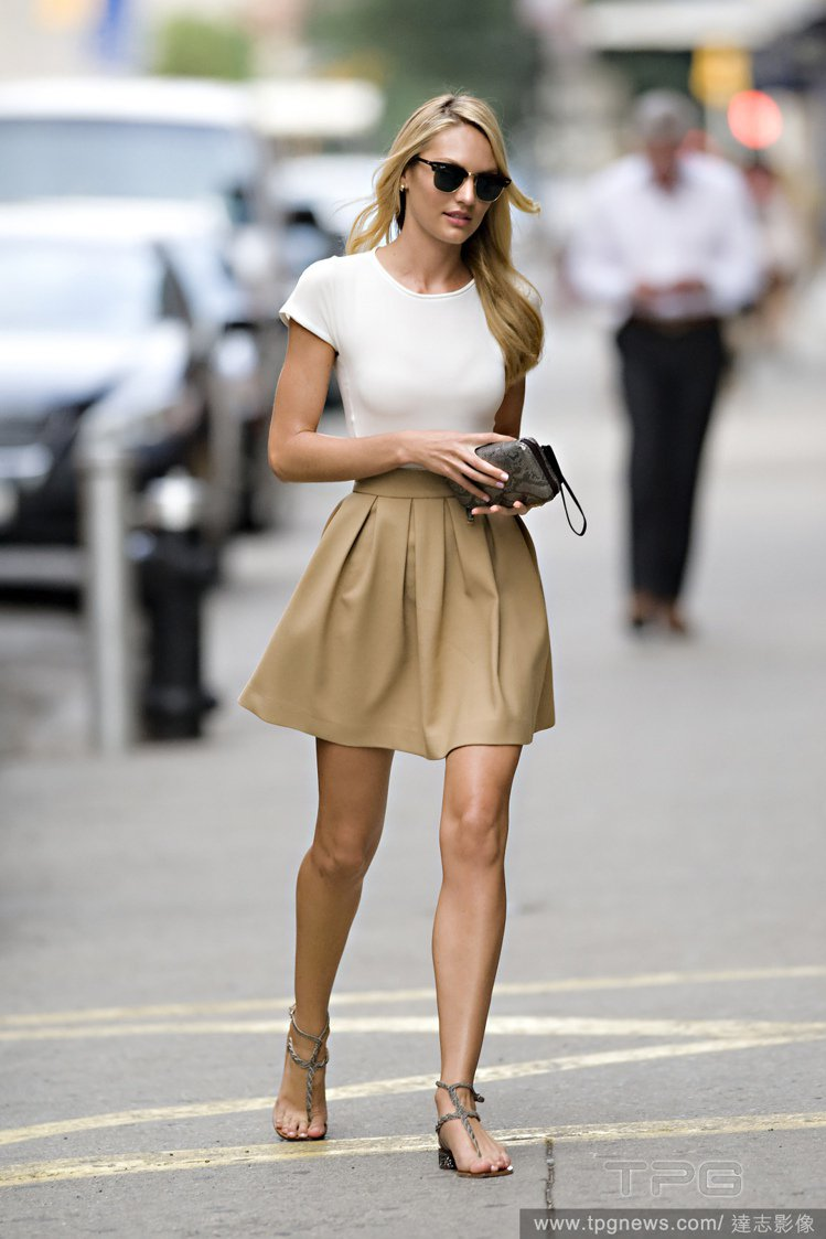 從 Candice Swanepoel 一路以來選擇的單品可以發現這女孩平常真的...