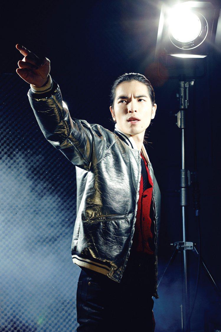 蕭敬騰說台灣流行音樂需要純粹簡單的力量。人們著迷於他飆高音的炫技,而他的心願則是...