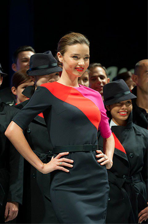 超模米蘭達柯爾4月份時為家鄉澳洲航空公司展示新制服。圖/達志影像