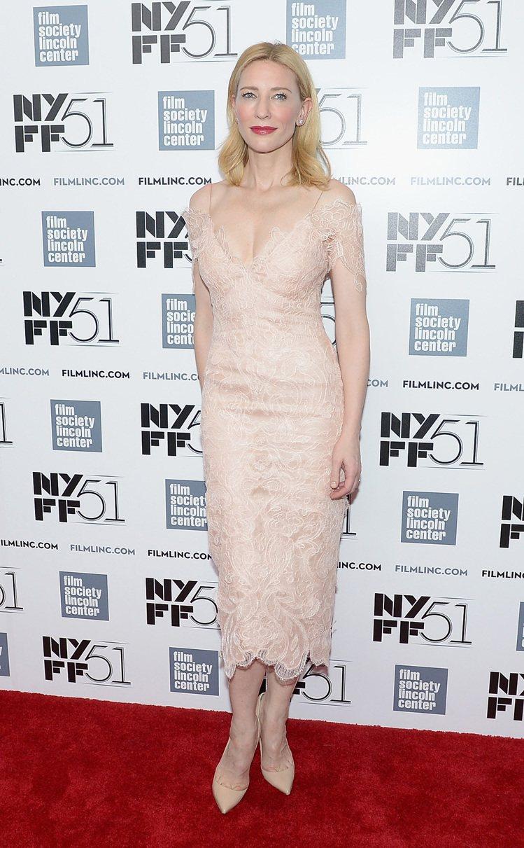 凱特布蘭琪(Cate Blanchett)與 Giorgio Armani 簽下...