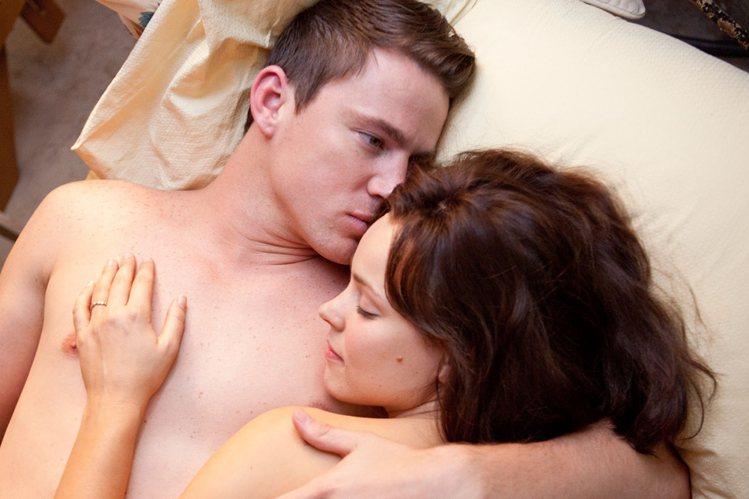 《愛重來》中查寧塔圖與瑞秋麥亞當斯有親密床戲。圖/索尼提供