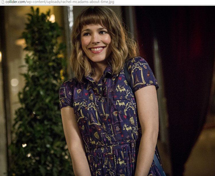 在《真愛每一天》裡,瑞秋麥亞當斯也是以甜美復古洋裝或撞色毛衣來展現角色個性。圖/...