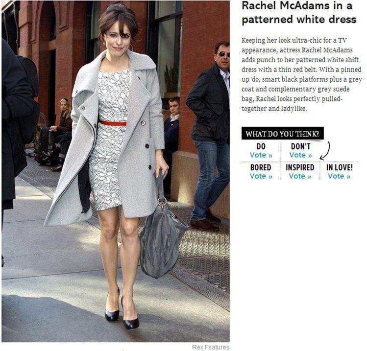 大衣與洋裝的組合讓這位甜心女星展現了摩登優雅風。圖/擷取自glamourmaga...