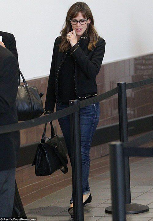 珍妮佛嘉納臉頰瘦又窄,戴上眼鏡很像老師或會計師。圖/擷取自英國每日電訊報