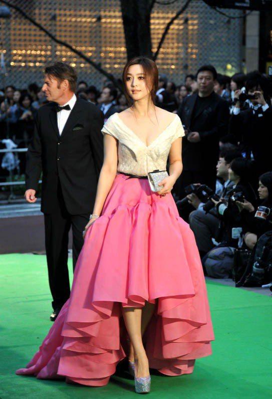 范冰冰穿Jason Wu 2012春夏飽和色蓬裙。圖/達志影像