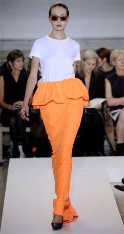 Jil Sander 2011 春夏飽和色長裙。圖/達志影像