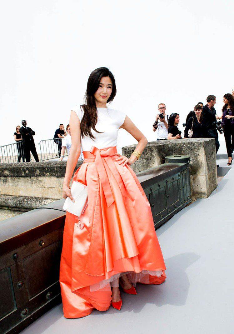 全智賢穿Dior 2013 早秋蓬裙。圖/Dior提供