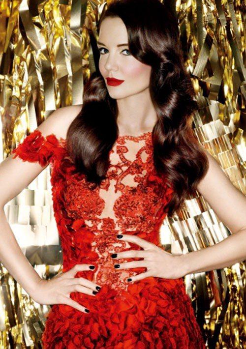 凱蒂荷姆斯:「我喜歡經典的衣服身型,不要太過狂野,我喜歡去穿那些衣服,而不是讓衣...