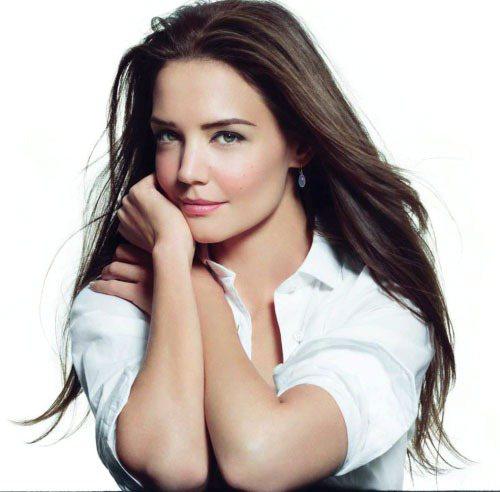 凱蒂無可挑剔的臉蛋被國際知名彩妝師 Bobbi Brown 相中,成為該品牌形象...