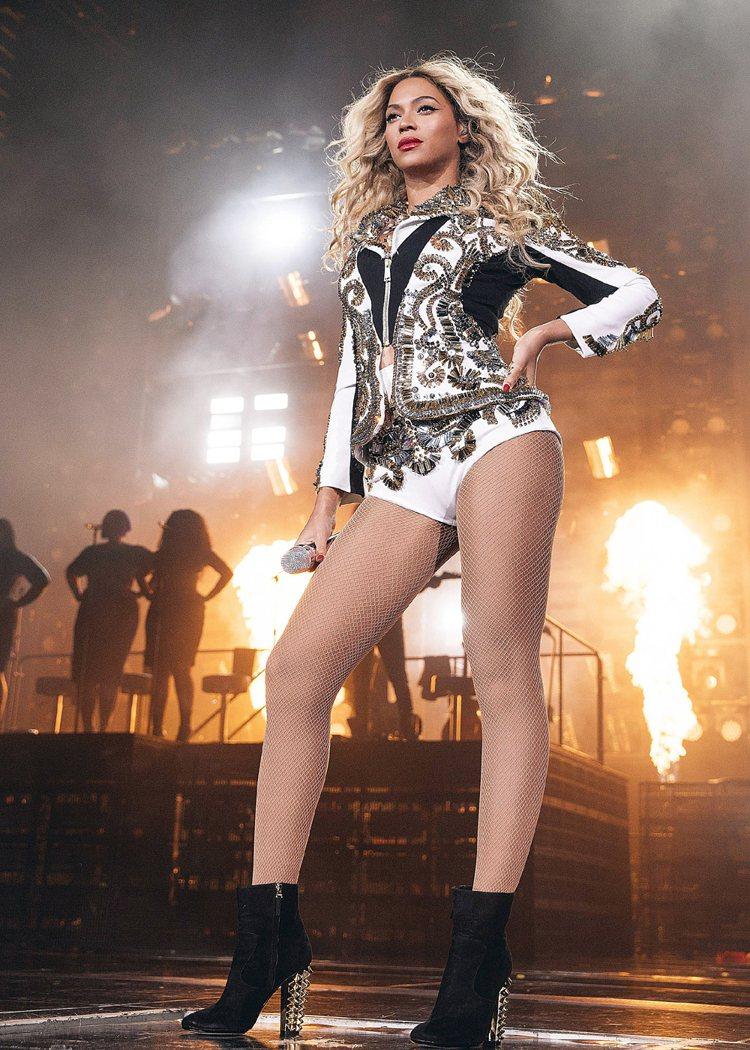 碧昂絲在iTunes的新專輯三天賣出60多萬張。圖/美聯社