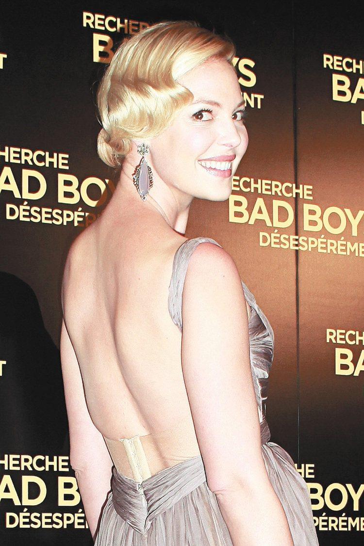 凱薩琳海格嫁給美國歌手兼演員喬許凱利(Josh Kelley)後,領養了兩個女兒...