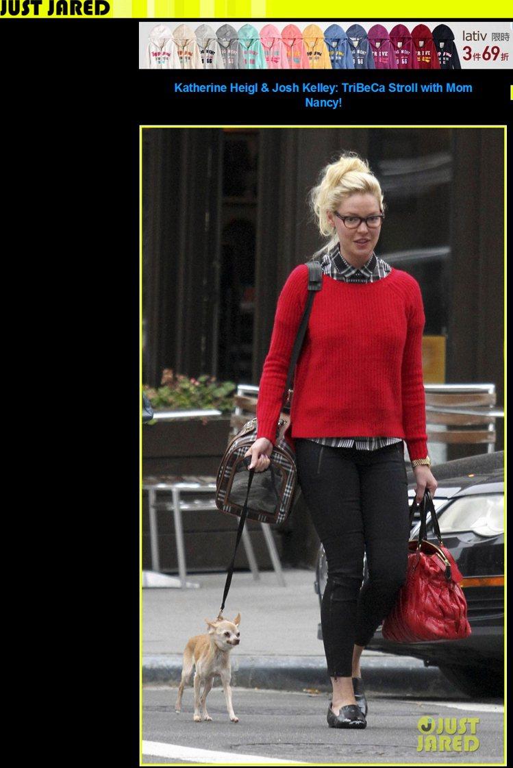 穿格子襯衫再套件毛衣,既保暖又增加穿搭樂趣,紅色讓穿衣氣氛亮起來,耶誕節穿也很應...